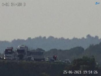 Un camión atravesado por la muerte del chófer corta la A-31
