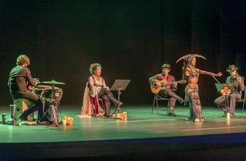 'Raíces' no es un concierto. Es un espectáculo de danza y música en el que se interpretan desde cantigas a bailes turcos, tarantela, flamenco o danzas de los Balcanes.