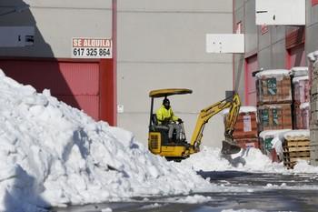 La nieve afecta «al cien por cien» del Polígono Industrial