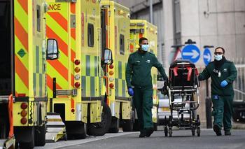 Johnson avisa que la cepa británica puede ser más mortífera