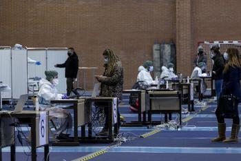 Los test masivos se han realizado este miércoles en el polideportivo universitario.