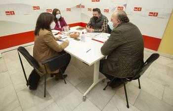 Citores (i.) y Fraile, en la reunión con las socialistas Arnaiz y Peña (d.).