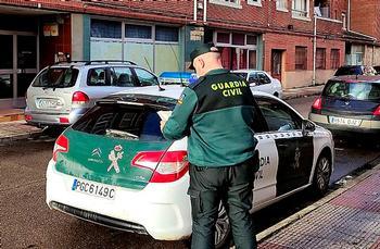 Imagen de la Guardia Civil en el lugar de los hechos.