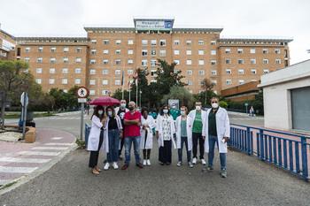 Los sanitarios piden derivar ingresos a otros hospitales