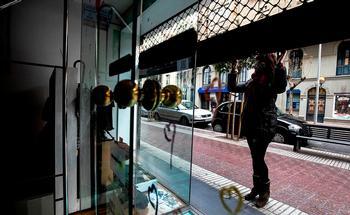 Muchos negocios de barrio no han tenido otro remedio que echar el cierre definitivo ante la incidencia de la pandemia en los hábitos de consumo.