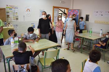 Eva María Masías visita los talleres de igualdad