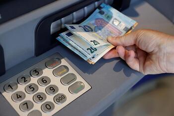 1,3 millones de españoles no tiene acceso fácil al efectivo