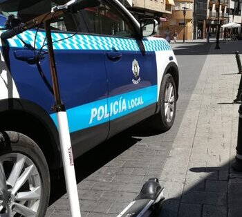 Uno de los conductores sancionados circulaba en un patinete eléctrico.