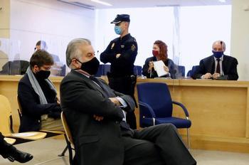 Bárcenas asegura que dio sobres con dinero a Rajoy y ministros