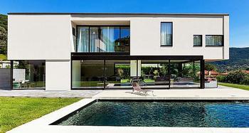 Villa residencial de dos plantas, con piscina y terreno amplio en plena naturaleza.