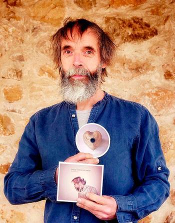 Silberius cambia de registro para poner música al amor