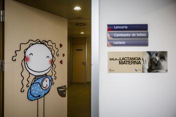 La Junta creará salas de lactancia en sus centros de trabajo