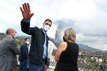 Sánchez anuncia 200 millones para los afectados por el volcán