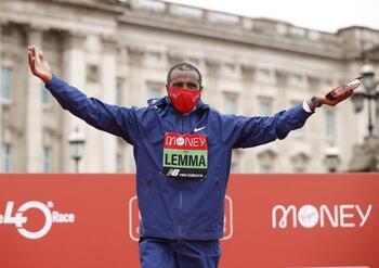 Lemma y Jepkosgei reinan en el maratón de Londres