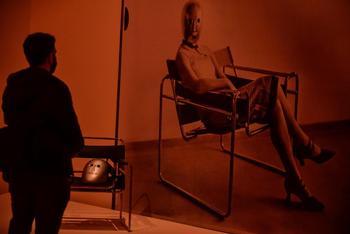La exposición muestra cientos de objetos sobre los locos años veinte.