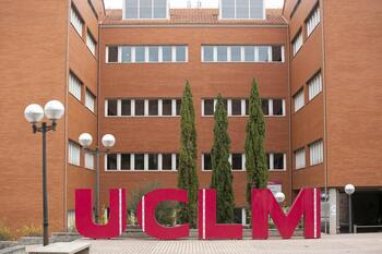 La UCLM reduce las becas en el Campus de Cuenca