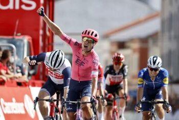 Magnus Cort gana y empata a 3 triunfos con Jakobsen y Roglic