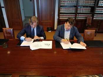Almazán firma el nuevo contrato de recogida de residuos