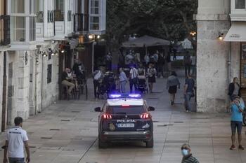 2 detenidas por hurtar en comercios más de mil euros en ropa