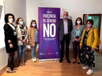 Juan Rodríguez inaugura la exposición 'No más violencia'