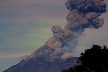 El volcán de Fuego en Guatemala entra en erupción