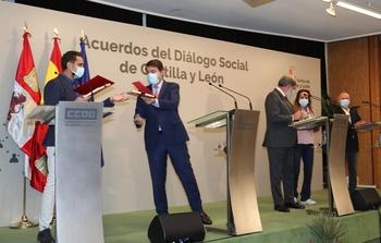 Mañueco compromete 42M€ para aumentar las becas
