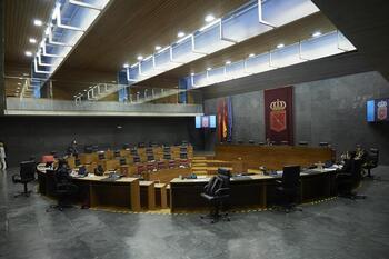 El Parlamento insta al Gobierno a transferir el IMV