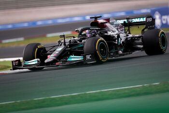 El sancionado Hamilton monopoliza la jornada
