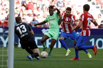 Atlético y Athletic empatan con Joao Félix expulsado