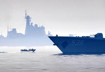 Buques de guerra rusos y chinos patrullan juntos el Pacífico