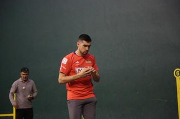 Víctor Esteban vuelve a la 'jaula' con Urruti como rival