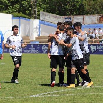 Los jugadore del Conquense celebra un gol en el Paco Simón de Almansa.