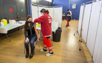 La inmunización de los sanitarios concluyó a finales de febrero