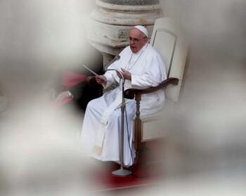 Francisco admite una crisis en la Iglesia por los abusos