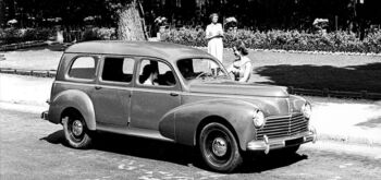 Peugeot celebra los 70 años de familiares