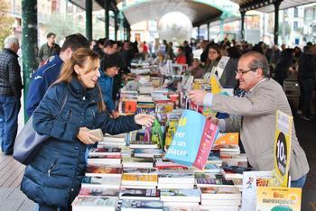Los librerías salen a la calle por el Día del Libro