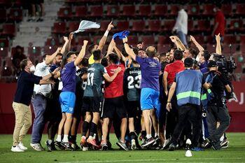 El Rayo remonta en Girona y regresa al cielo de Primera