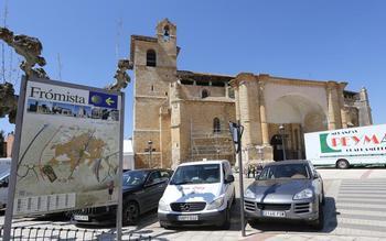 Iglesia de San Pedro, en Frómista, donde ya se están haciendo preparativos para la entrega de los premios.