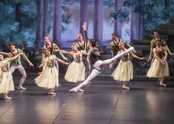El Ballet Nacional Ruso regresa con 'El lago de los cisnes'