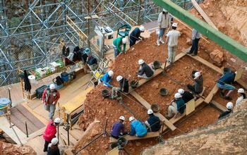 Trabajos en el yacimiento de Atapuerca durante una campaña de excavaciones.
