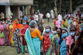 India notifica más de 300.000 casos de coronavirus en un día