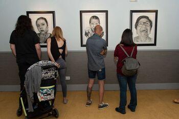 El Centro Joven expoone 'Caras, almas y dramas'
