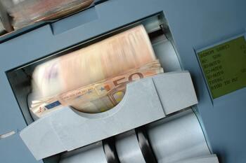 Competencia expedienta a 4 bancos por posible abuso en los ICO
