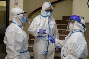 Sanidad notifica 10.814 casos de COVID y 132 muertes