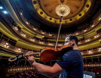 Numerosos organismos, salas y teatros programan hoy conciertos y muestras con motivo del Día Mundial.