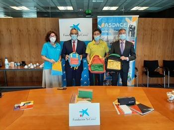 Kits escolares para menores de hogares vulnerables