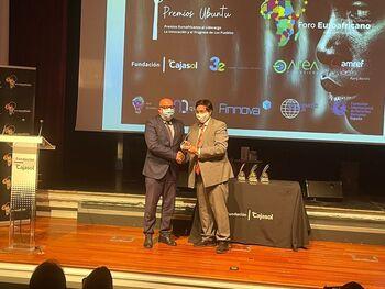 Miguel Latorre recibe el Premio Ubuntu