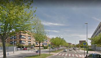 Un herido al salirse de la calzada un coche en Logroño