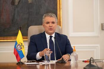 Tirotean el helicóptero del presidente de Colombia