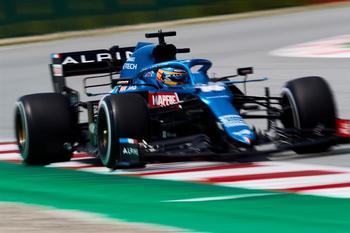 Comienzo esperanzador para Alonso en Barcelona